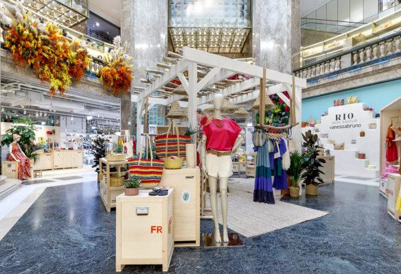 Label Experience: Focus sur espace central du corner éphémère de Vanessa Bruno Rio dans les Galeries de Lafayette.