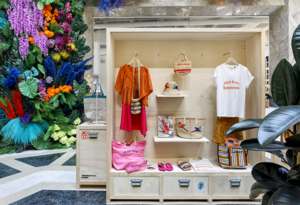 Label Experience: Nouvelle collection ambiance tropicale de Vanessa Bruno Rio exposée au Galerie de la Fayette.