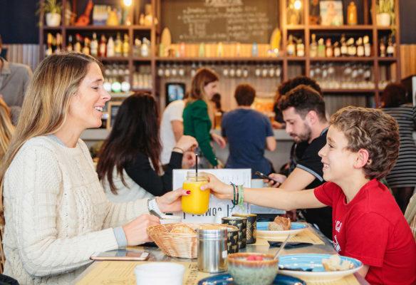 Label Experience: Moment de partage en famille au restaurant du tiers-lieu « The Wave Factory » à Lisbonne.