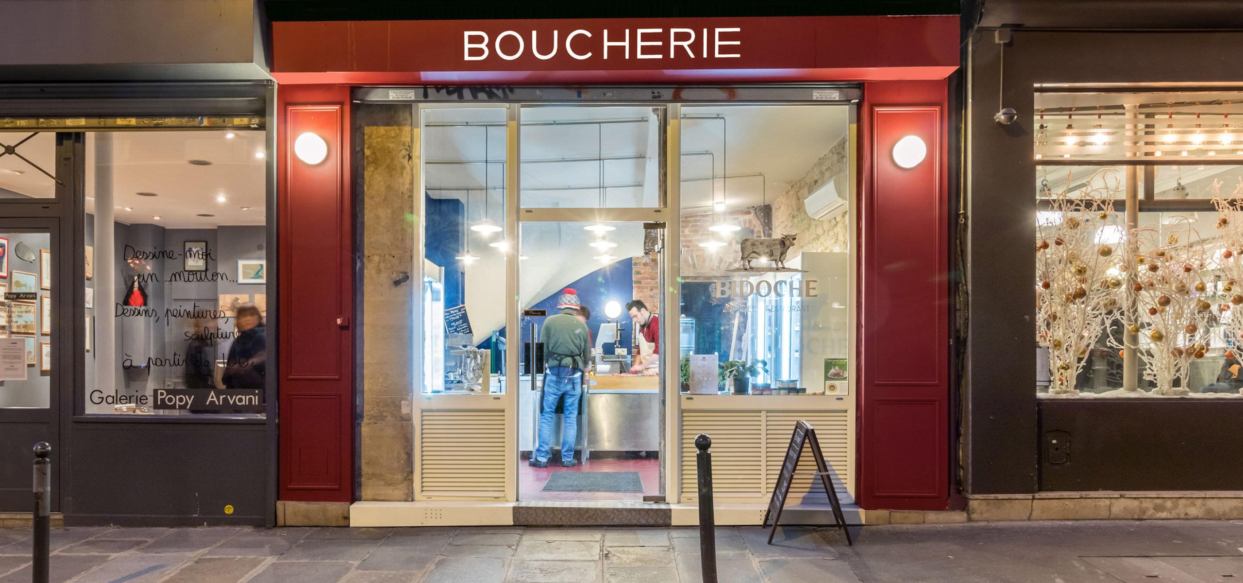 Label Experience : façade du restaurant-boucherie Bidoche à Paris dans le quartier d'Oberkampf