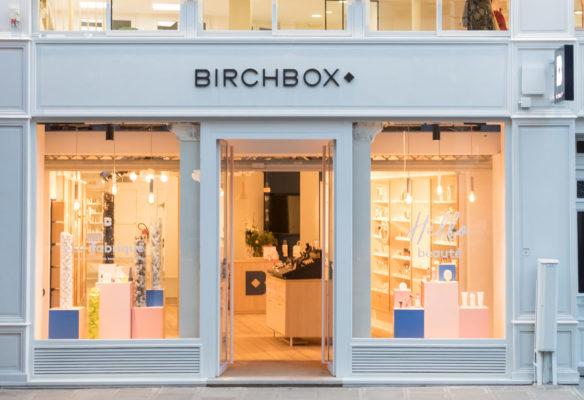 Label Experience : vitrine extérieure de la boutique Birchbox à Paris