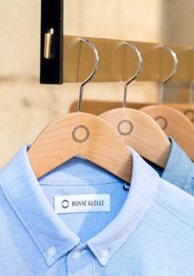 Label Experience: Focus sur chemises et cintres de la boutique « Bonne Gueule » à Bordeaux.