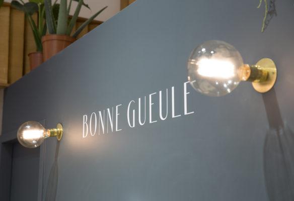 Label Experience : aperçu du logo BonneGueule dans les bureaux de la marque à Paris