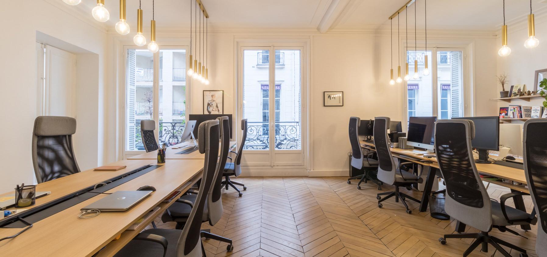 Label Experience : Vue globale de l'open space dans les bureaux BonneGueule à Paris