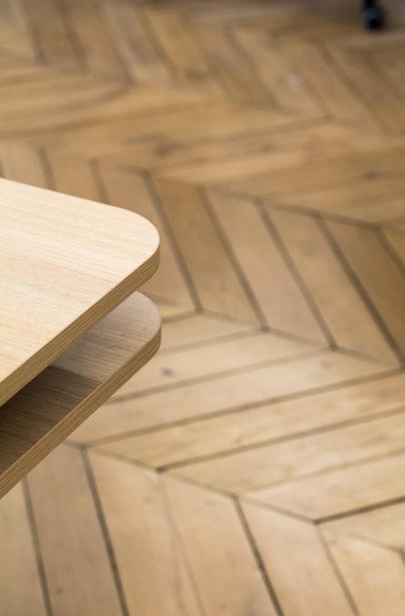 Label Experience : texture parquet en chêne dans les bureaux BonneGueule à Paris