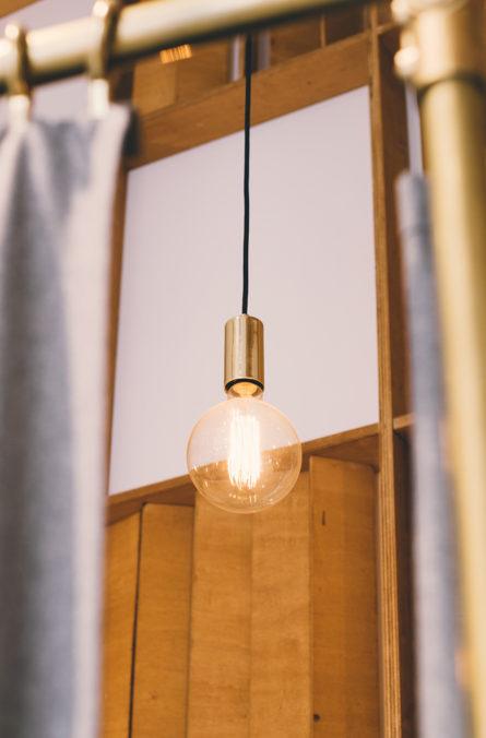 Label Experience : zoom sur un luminaire design dans la boutique BonneGueule à Lyon