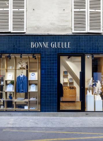 Label Experience : façade extérieure bleu de la boutique BonneGueule