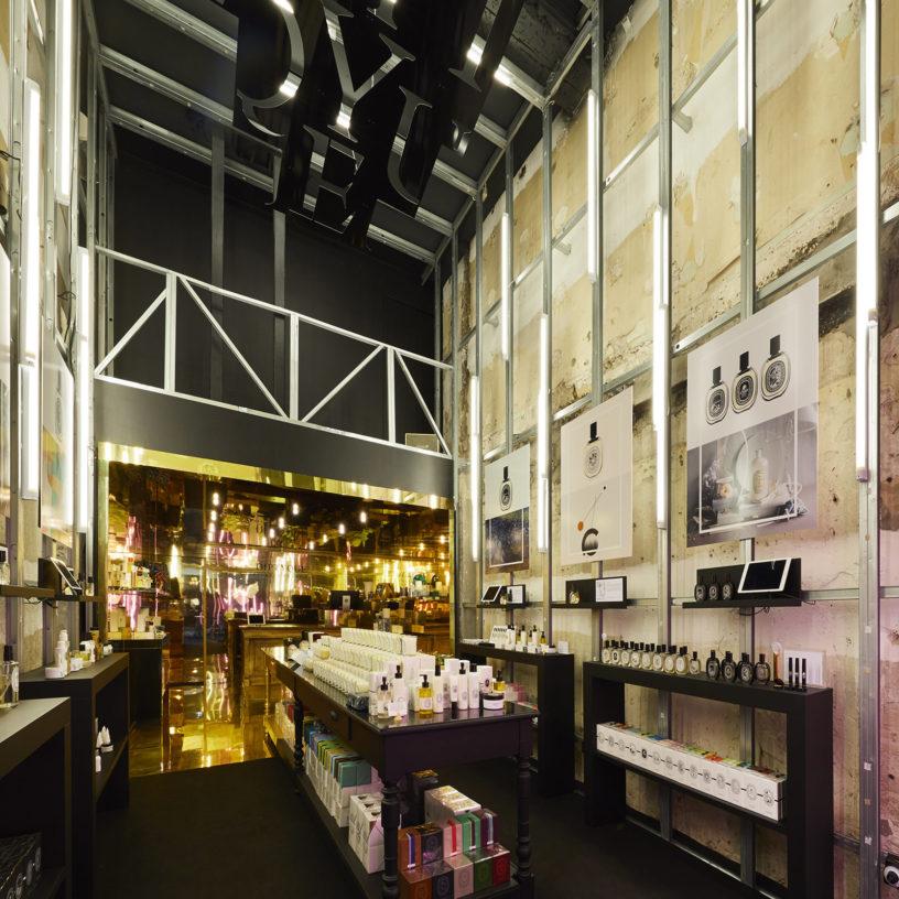 Label Experience: Grand hangar du pop-up store de Diptyque à St Honoré, Paris.