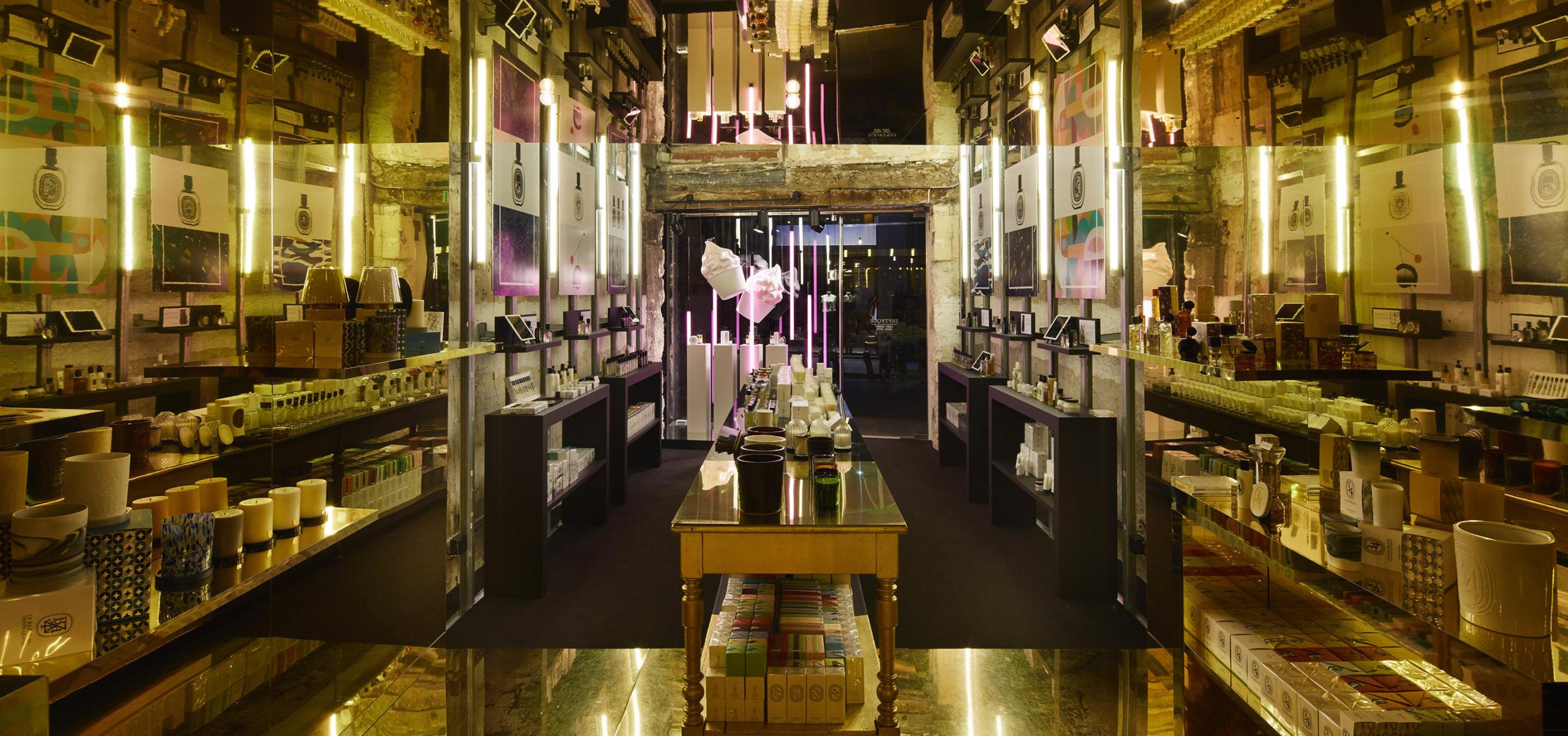 Label Experience: Vue panoramique et chaleureuse du pop-up store de Diptyque à St Honoré, Paris.