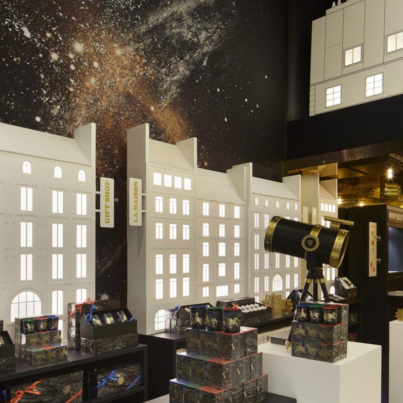 Label Experience : représentation de la ville de paris dans l'espace vente du pop-up store constellation Diptyque