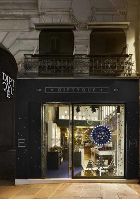 Label Experience : façade extérieure du pop-up store constellation de Diptyque à Paris