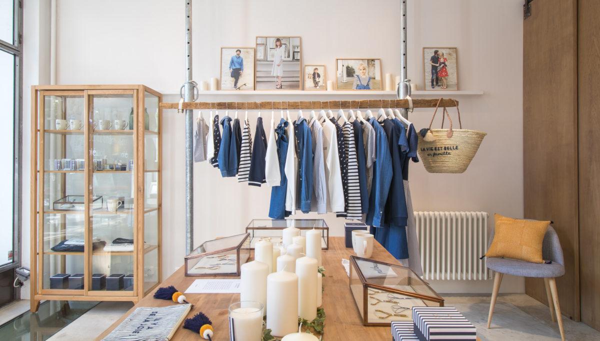 Label Experience: Bougies, vitrine et collection sur portant du pop-up store de émoi émoi à Paris, pour la fête des mères 2017.