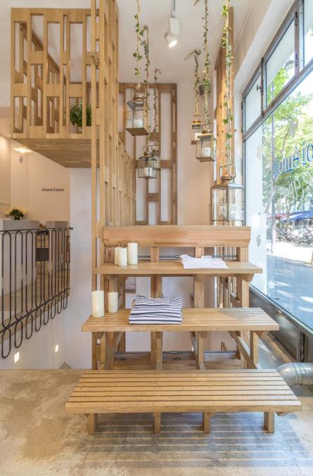 Label Experience: Escalier et balcon en bois palette du pop-up store de émoi émoi à Paris, pour la fête des mères 2017.