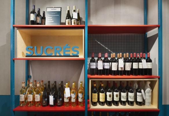 Label Experience : étagère de vins sucrés dans la boutique Le Petit Ballon à Paris
