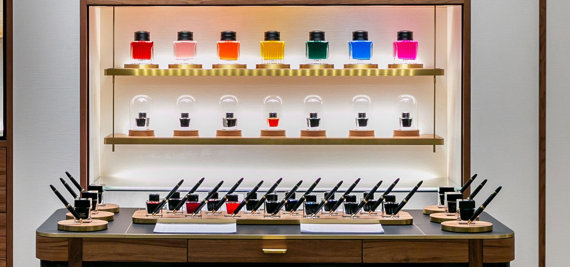 Label Experience : zoom sur les flacons d'encre colorés dans le Ink Bar