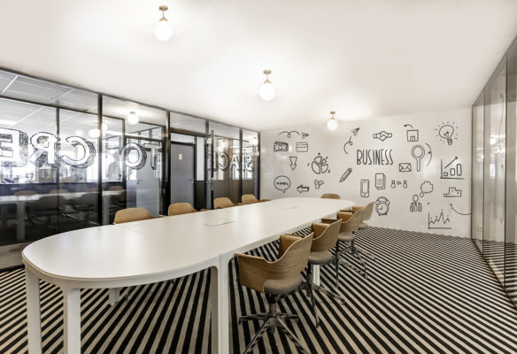 Label Experience : grande salle de réunion dans l'espace de coworking Morning à Neuilly
