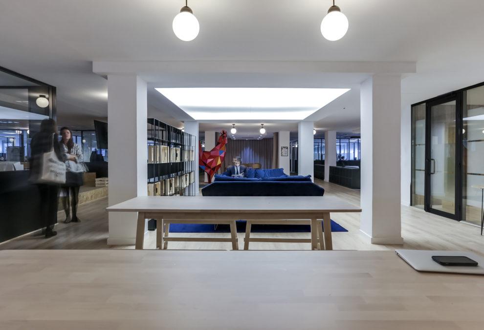 Label Experience : focus sur les bureaux dans l'open space de Morning à Neuilly