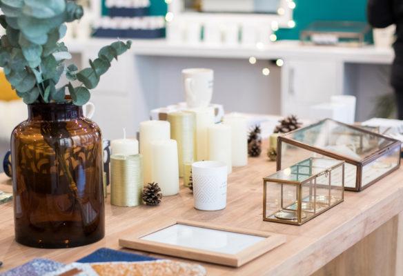 Label Experience : grande table en bois brute Movable dans une boutique