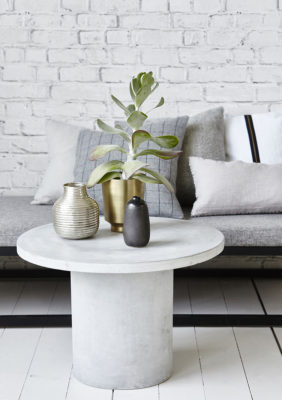 Label Experience : table d'appoint en ciment gris Movable