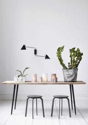 Label Experience : grande table en bois et en métal Movable dans une boutique