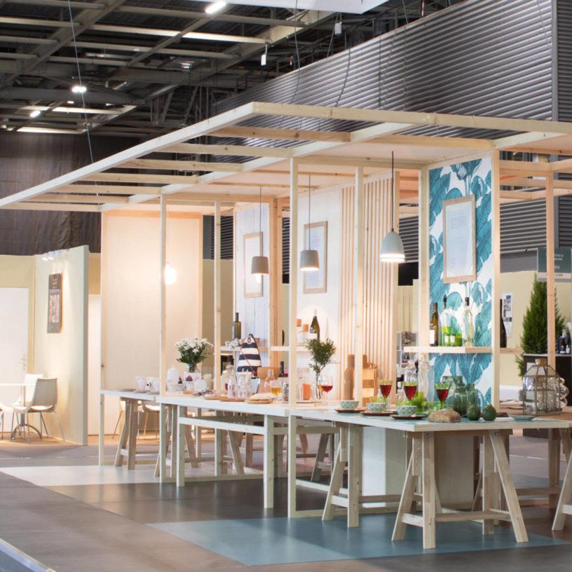 Label Experience : stand d'exposition en bois dans le salon Vinovision à Paris
