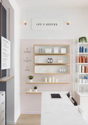 Label Experience : étagère de produits skincare Oh My Cream dans la boutique à Levallois-Perret