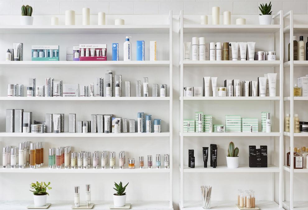 Label Experience : grandes étagères de produits cosmétique dans la boutique Oh My Cream à Levallois-Perret