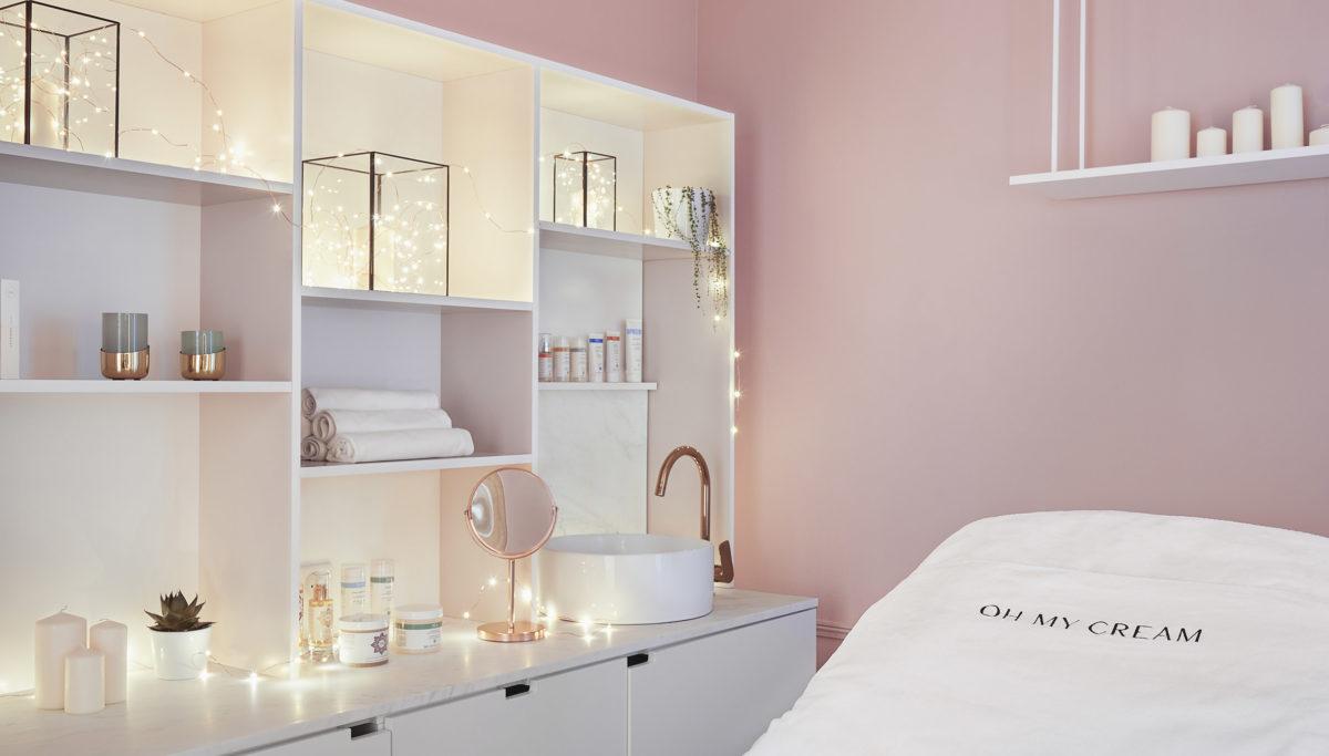 Label Experience: Cabine de soin rose de la boutique « Oh my cream ! » rue du Bac à Paris.