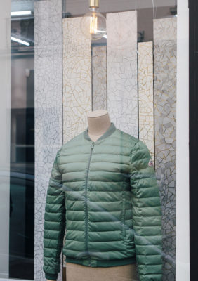 Label Experience : vitrine extérieure de la boutique Pyrenex à Paris