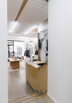 Label Experience : caisse dans l'espace vente de la boutique Pyrenex à Paris