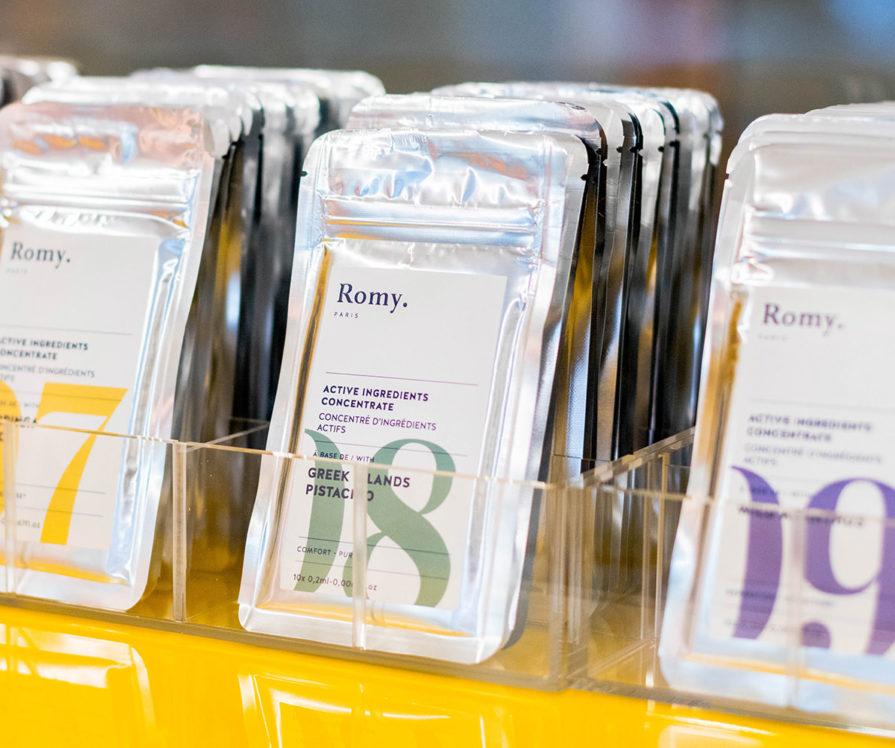 Label Experience: Échantillons cosmétiques du pop-up store « Romy » au Chesnay.