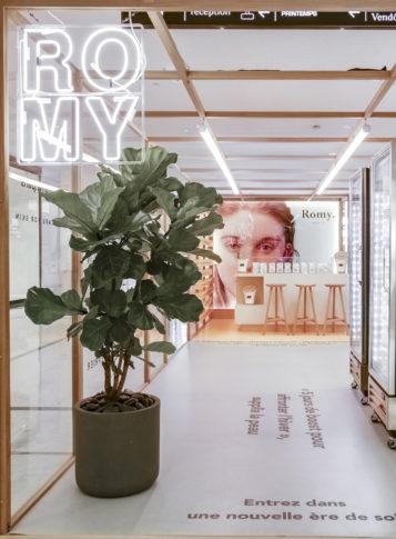 Label Experience: Espace avec vue en profondeur du pop-up store « Romy » au Chesnay.