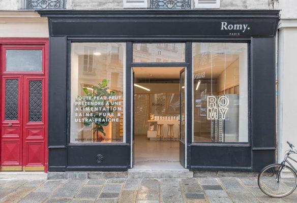 Label Experience: Devanture du pop-up store « Romy » à Paris.
