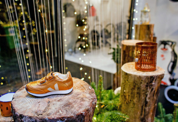Label Experience : zoom sur la vitrine de la boutique Smallable à Paris