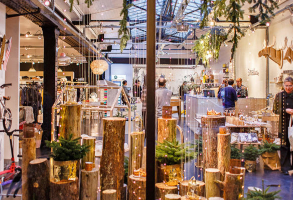 Label Experience : vue globale de la décoration de la vitrine de la boutique Smallable à Paris