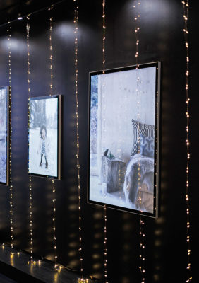 Label Experience : zoom sur les guirlandes lumineuses dans la boutique Smallable à Paris