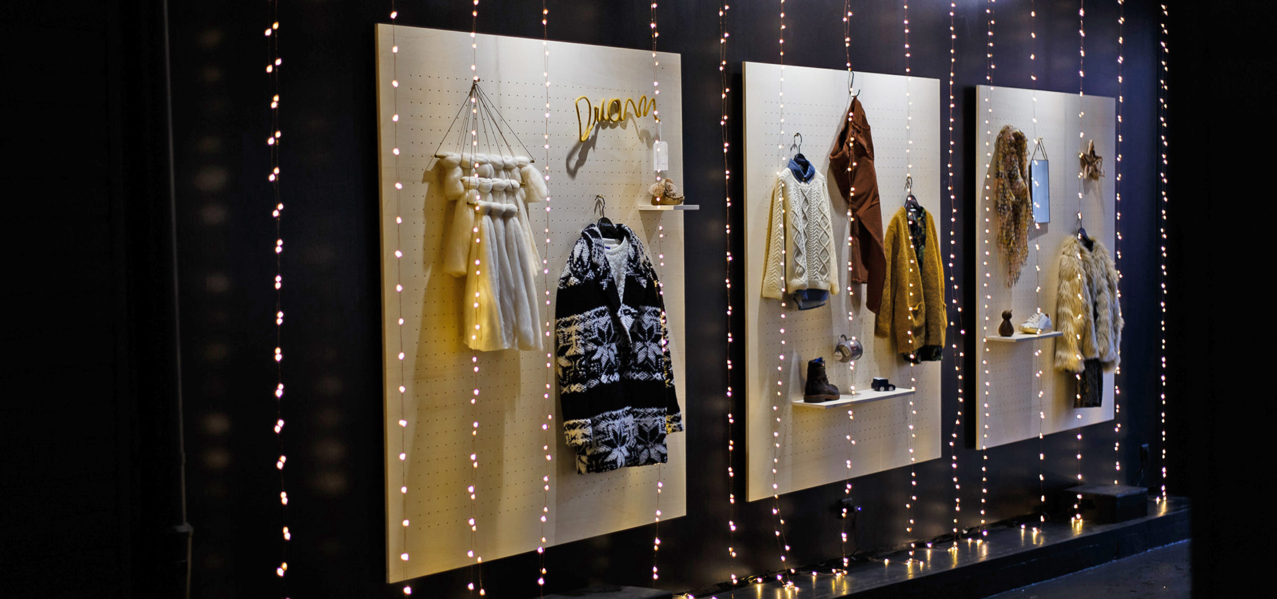 Label Experience : vitrine extérieure de la boutique Smallable à Paris