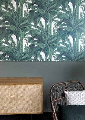 Label Experience: Focus sur mobilier en bois et papier peint tropical dans les nouveaux bureaux de « Sodexo » au Social Hub.