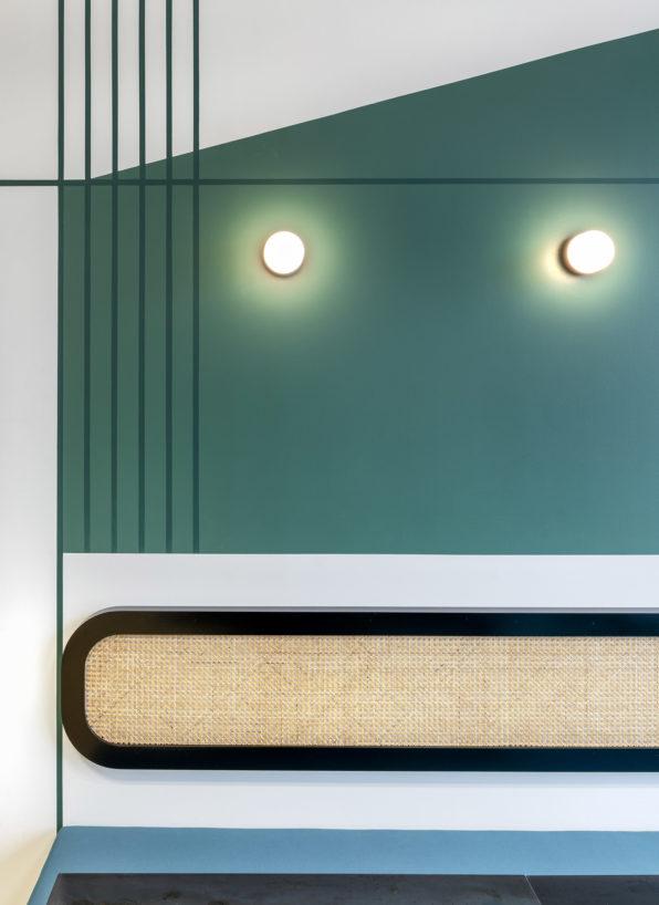 Label Experience: Focus banquette en osier et mur vert dans les nouveaux bureaux de « Sodexo » au Social Hub.