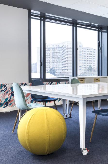Label Experience: Focus sur salle de réunion créative dans les nouveaux bureaux de « Sodexo » au Social Hub.