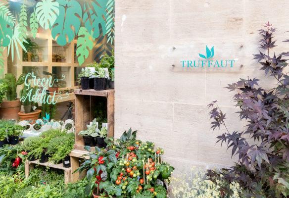 Label Experience: Vue de l'extérieur du pop-up store de « Truffaut » à Paris.