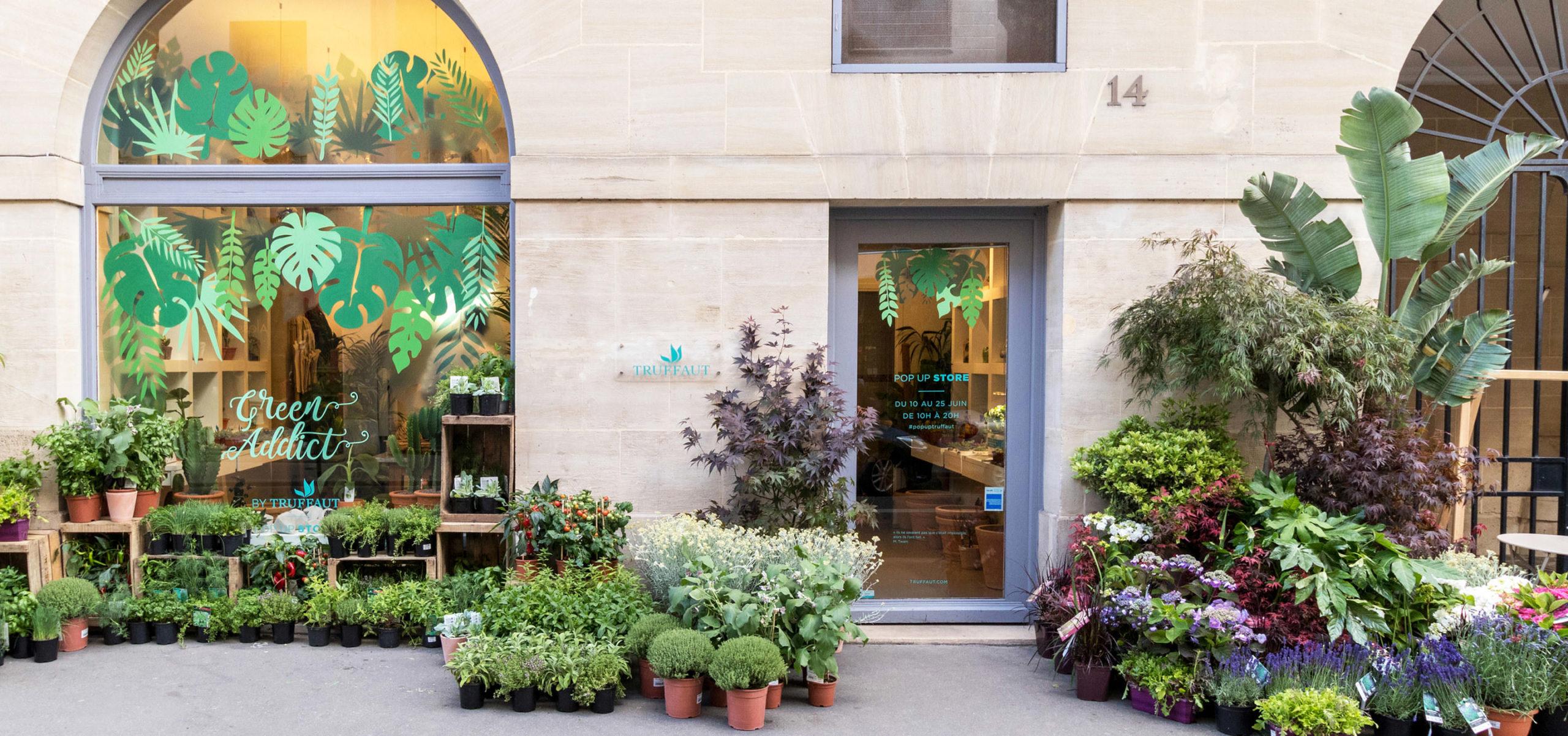 Label Experience: vue de la façade extérieur du du pop-up store de « Truffaut Green » à Paris.