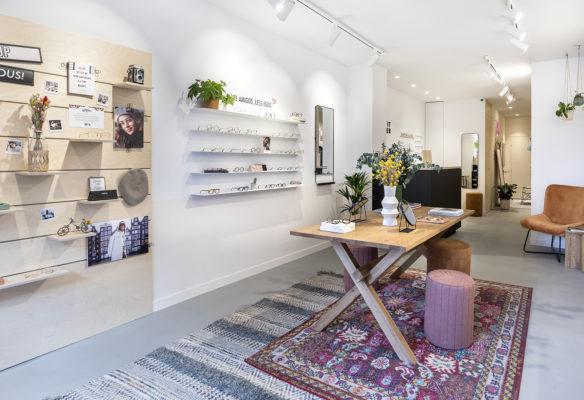 Label Experience : linéaires de la boutique Le Petit Lunetier à Paris