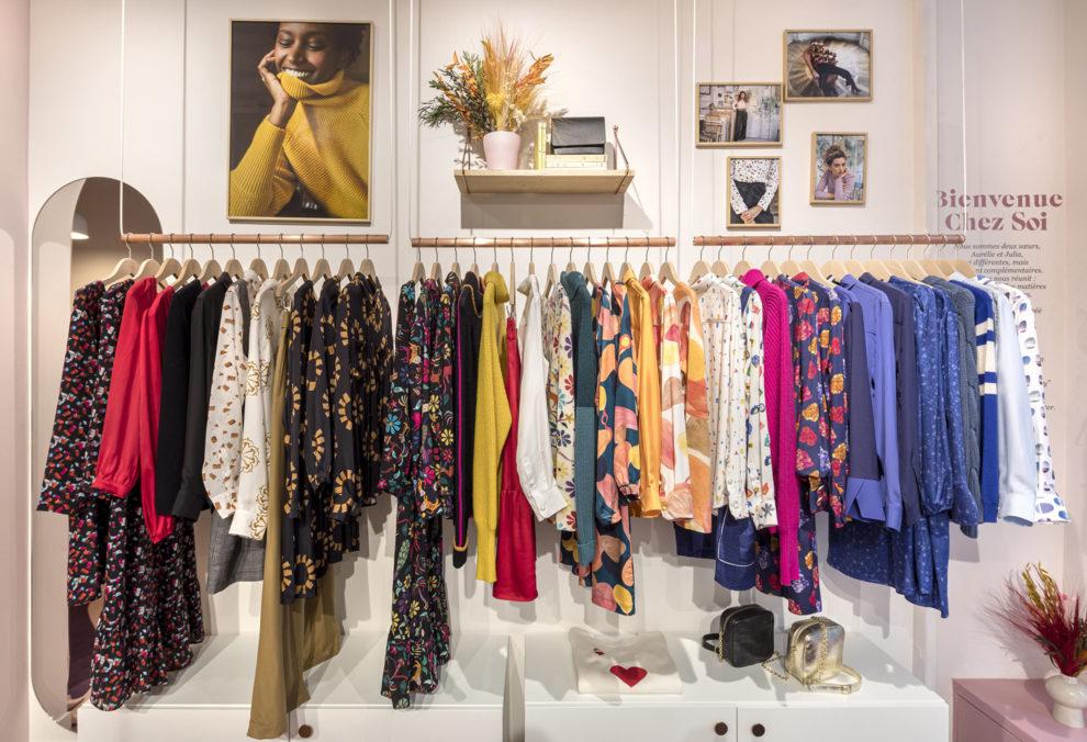 Label Experience : portants de la marque Soi dans la boutique à Saint-Germain-des-Prés