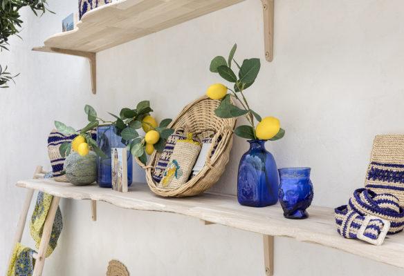 Les étagères en bois brut pour le corner Vanessa Bruno Capri par Label Experience
