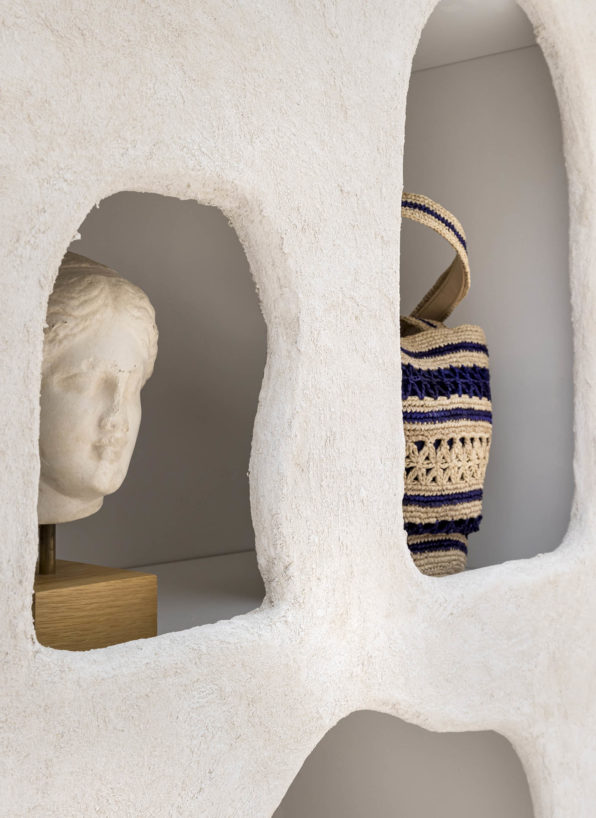 Meuble grotte réalisé par Label Experience pour le corner Vanessa Bruno Capri au Bon Marché
