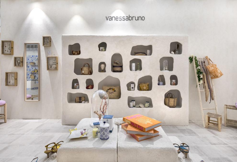 Meuble grotte Capri par Label Experience pour le corner Vanessa Bruno Capri au Bon Marché